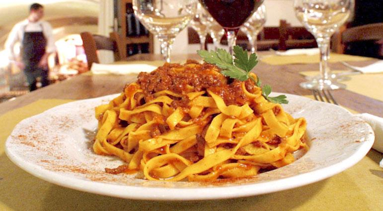 Don't use spaghetti - tagliatelle al ragu