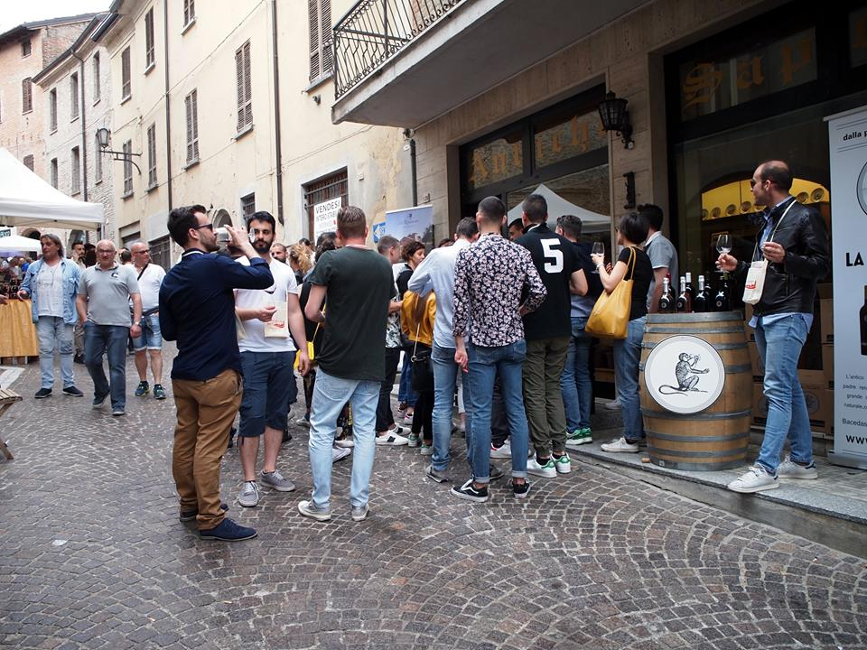 wine_festival_stall